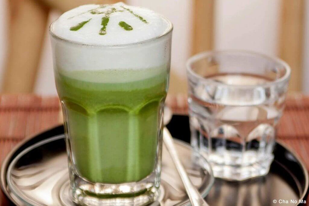 Matcha Latte im Cha no Ma in Wien